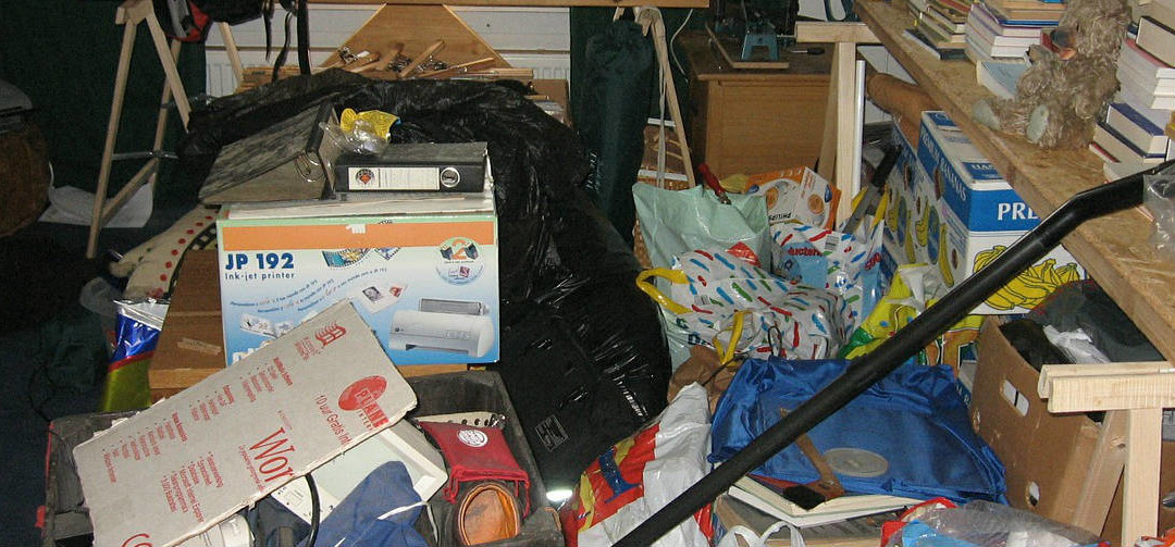 De-clutter before moving house and save money